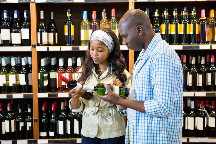 Healthiest Alcohol: How To Make Healthier Alcohol Selections–couple selecting healthiest alcohol option