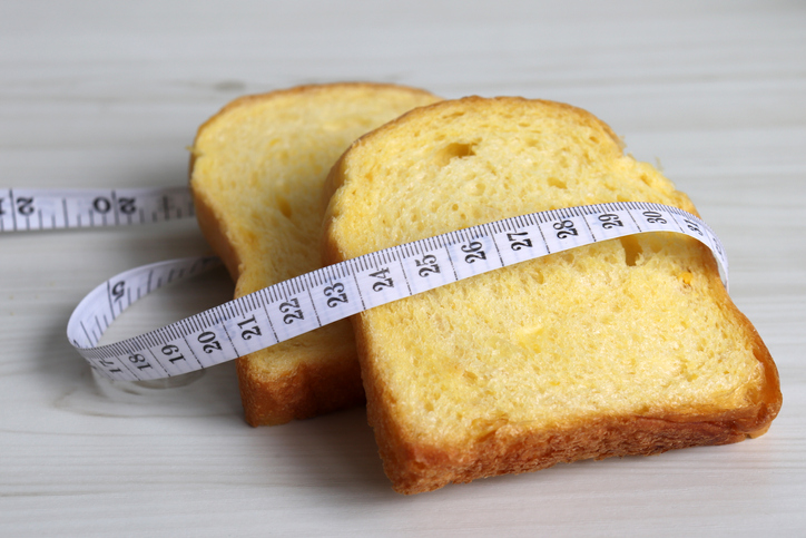 reduce carbs: bread and measuring tape